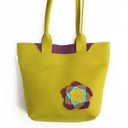 Velika torba iz filca - gorčična z rožami